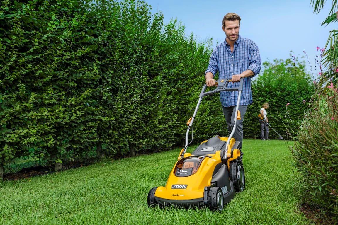 Quel est le meilleur moment pour tondre la pelouse ?
