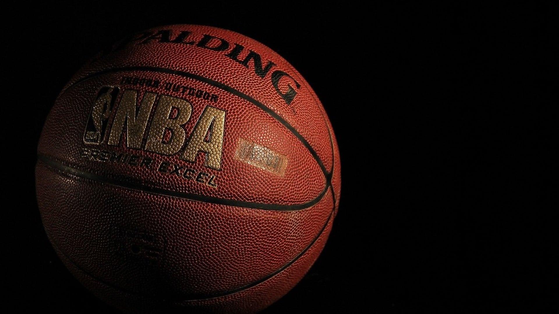 Comment choisir l'application à utiliser pour suivre les résultats NBA ?
